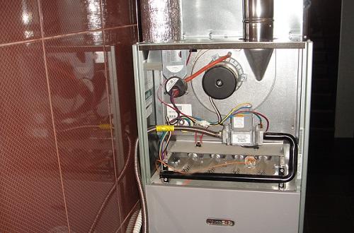 горелка и вытяжной вентилятор газового воздухонагревателя